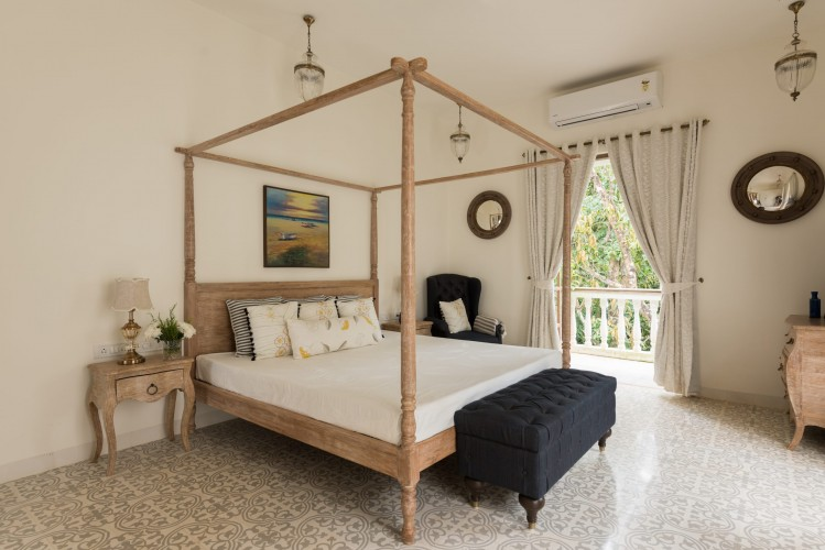 Air-Conditioned Bedroom with Balcony